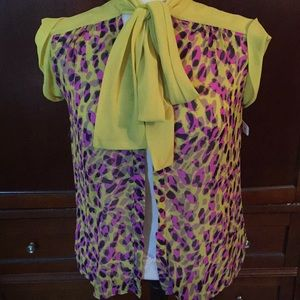 Adorable multi color top, size XS, tie collar
